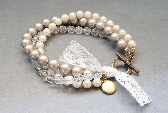 braccialetto di perle intrecciato con ottone piccolo medaglione fascino e pizzo francese d'epoca