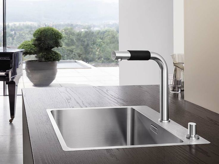 BLANCO SAGA is simply fabulous. It has a perfect confluence of beauty and function. The tap itself is operated with a sleeve-like slider.  #Blanco #BlancoSaga