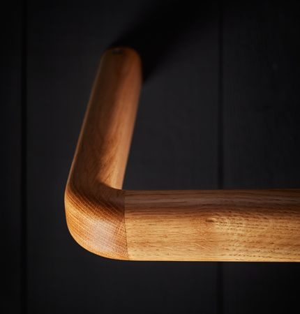 The Holt toilet backrest rail is crafted in the UK from FSC accredited oak and then precision finished with 5% matt nterior lacquer. Durable steel components are inserted into the backrest to provide the base trength for the secret face fixings