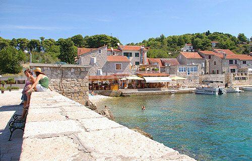 A Prvic sziget egy tökéletes hely a nyaralásra Horvátország kellős közepén.