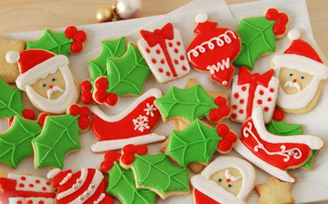 Sablés de Noël décorés au glaçage au Thermomix,recette de délicieux sablés décorés pour Noël, facile et simple à faire pour et avec les enfants.