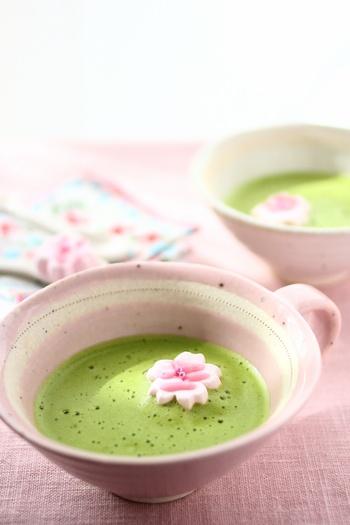 Cherry Blossom Marshmallow in a Green Tea Latte 桜のマシュマロで春を楽しく