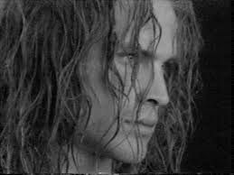 """Questo sofferto ritratto è perfetto per il volto di Killiar, l'uomo che vuole una seconda possibilità per sentirsi """"uomo""""."""