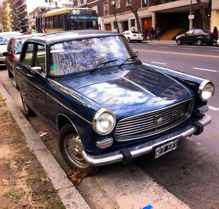 Pug 404 - thanks @piturra #peugeot #peugeot404 #404 #frenchcar #voiture #morninautos #soloparking #chivera #argentina #buenosaires #bsas #buenosairesargentina (at Plaza Barrancas Belgrano, Buenos Aires)