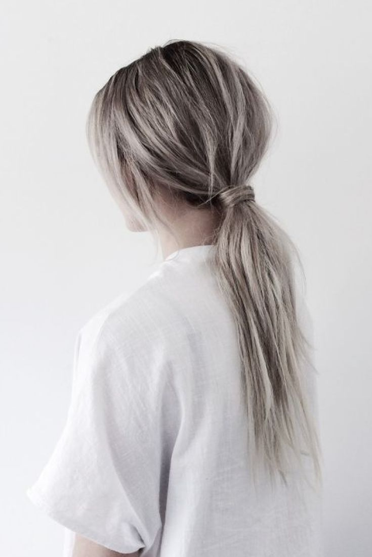 Cheveux: la queue de cheval basse vole la vedette pour le printemps