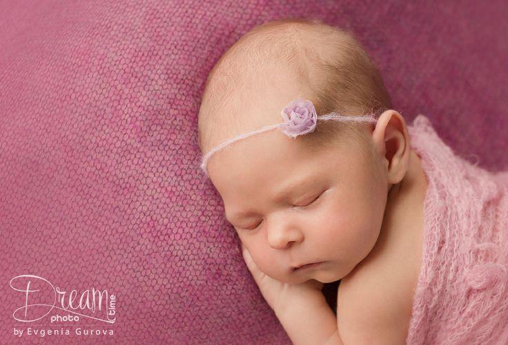 portrait photo of newborn girl with rose blanket