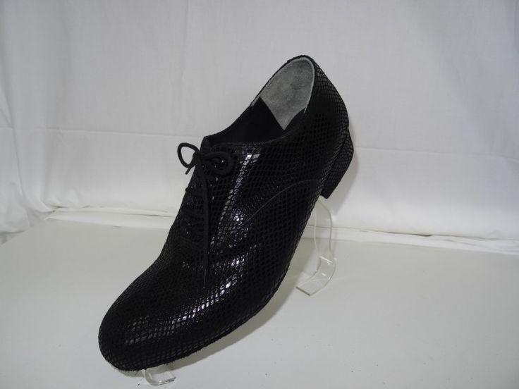 Chaussure de danse et de mariage haut de gamme, fabrication française, 100% personnalisable. Souple et confortable. Ici en vipérine noir.