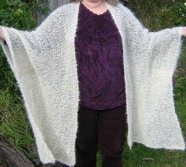 Free Knitting Patterns Capes : 28 best images about KNIT: Cape & Poncho patterns on Pinterest Poncho p...