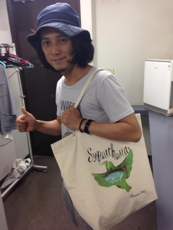 本日から、夏フェスグッズのトートバッグを発売します!2000円です。  今日の渋谷O-WESTは、渡辺シュンスケ:Key w/玉木正太郎:Bass&千住宗臣:Drums の編成です。  20:30〜の出番です。