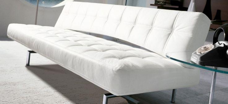 Pierrot King BONALDO. Linee nitide e definite, declinate secondo le esigenze dell'arredo moderno, per un divano letto dinamico e versatile.