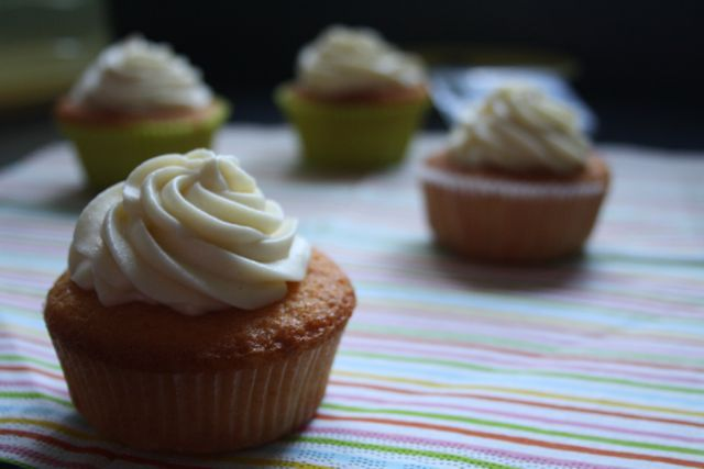 Ein Blog über das süße Leben in Backstube und Pâtisserie. Voller Rezepte und schokoladiger, sahniger, knuspriger und duftender Leckereien!