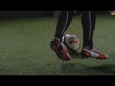 Puma revamped the classic King football boots with this stylish update for 2013. Featuring in White / Black / Team Orange, this version of the 2013 Puma King will be worn by the likes of Mikel Arteta, Mickael Carrick and Yaya Toure as they head into the new Premier League season.