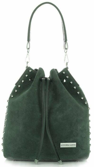 Vsaďte na neformální eleganci a vyberte si dekorativní koženou tašku v XL verzi s doplňkem módních cvočků. Je mimořádně prostorná a umožňuje vám umístit do ní až formát A4. Je to ideální volba do práci nebo na vysokou školu. ➡ http://bit.ly/2A6nVVh