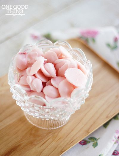 Frozen Yogurt Dots - Put yogurt in a baggie, cut off a corner and pipe dots onto a cookie sheet covered with freezer paper. Freeze - doesn't say for how long - enjoy.