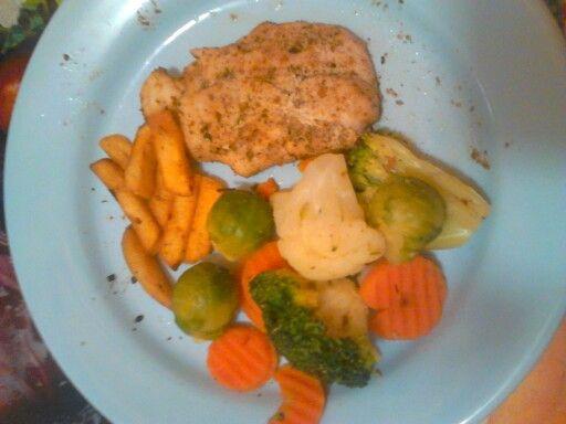 Fűszeres csirkemell vegyes körettel