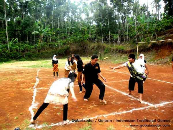 Gobaksodor or galasin is indonesian traditional games