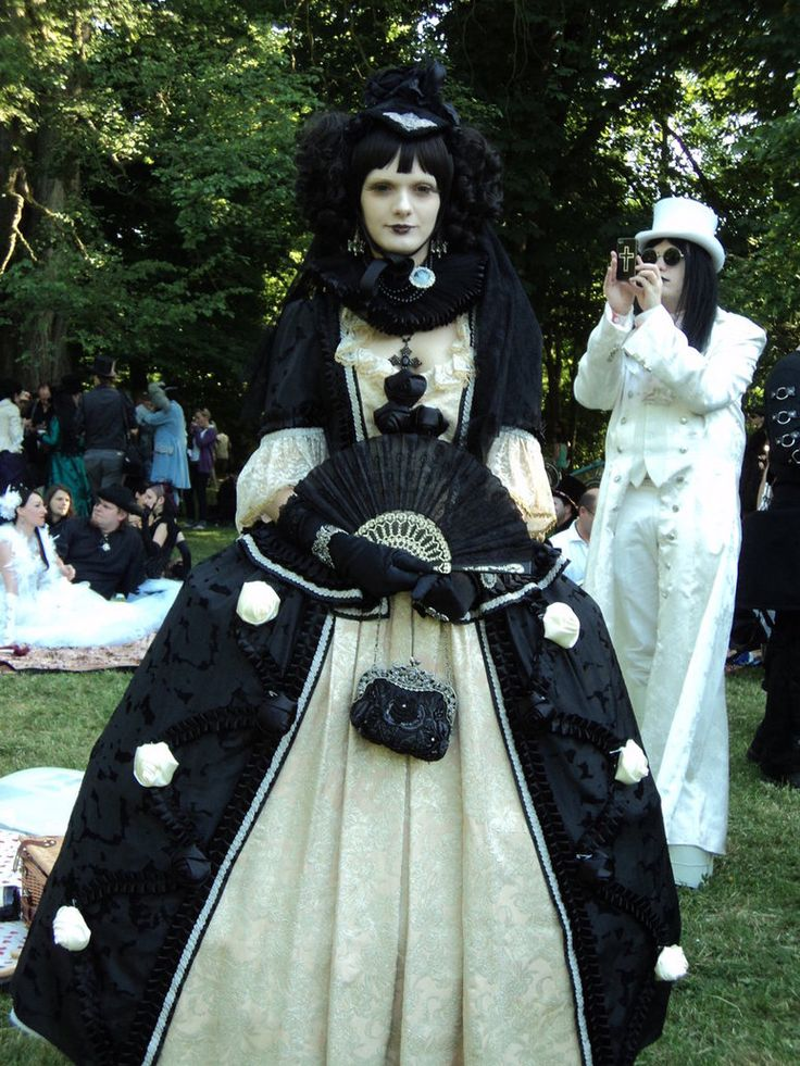 Neo Victorian Wave Gotik Treffen Outfit Girl Going White And Black Find This Pin More