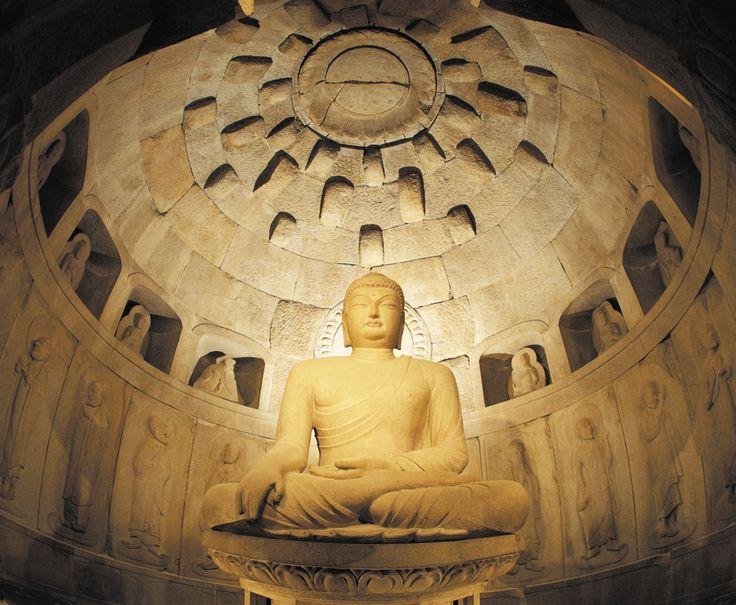 Nel cuore del parco Nazionale di Gyeongju troviamo ad aspettarci la grotta di Seokguram- Patrimonio Unesco nella Corea del Sud.
