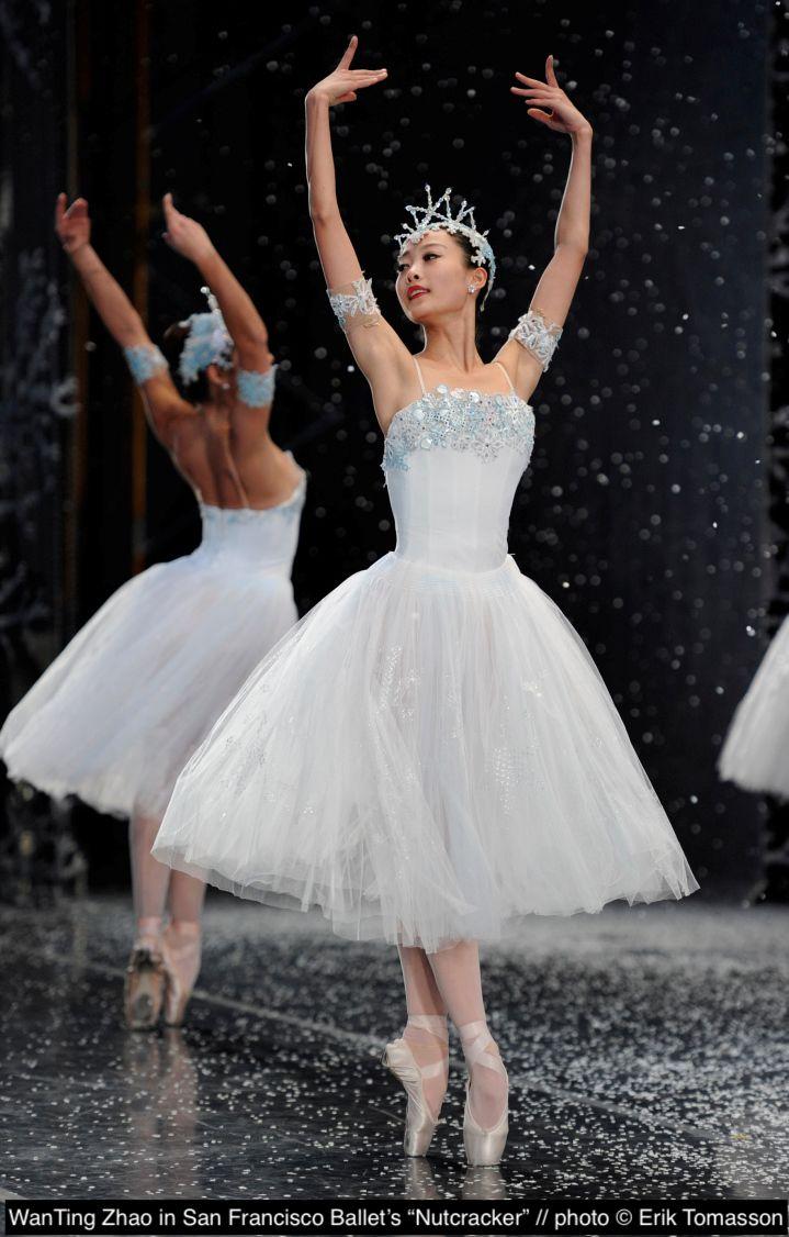 San Francisco Ballet S Wanting Zhao In Helgi Tomasson S Nutcracker Photo C Erik Tomasson Dance Poses Ballet Dress Ballet Beautiful