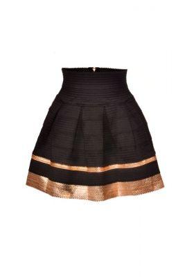 Falda negra y dorada