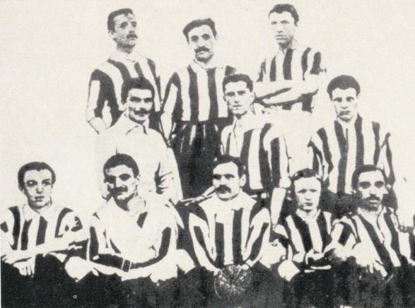 La prima Juventus campione d'Italia, nel 1905.  Da sinistra e dall'alto: Armano I, Durante, Mazzia, Walty, Goccione, Diment, Barberis, Varetti, Forlano, Squair e Donna.