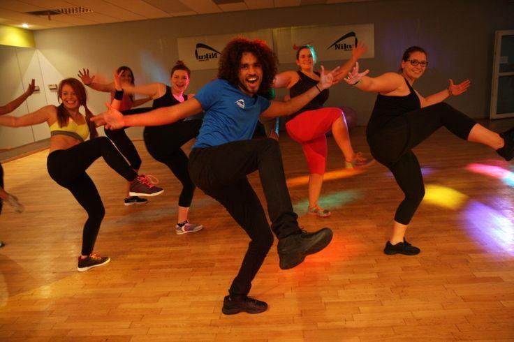 DANCE – to połączenie tańca i kroków fitness. Na zajęciach Dance można wypróbować różnorodnych form tańca poprzez ciekawe choreografie na bazie podstawowych kroków aerobikowych. Każda choreografia, jest inna i łączy kilka różnych dziedzin. Jedno jest pewne – świetna muzyka, zabawa oraz motywujący, energiczny instruktor do gwarancja dobrych efektów naszych ćwiczeń.