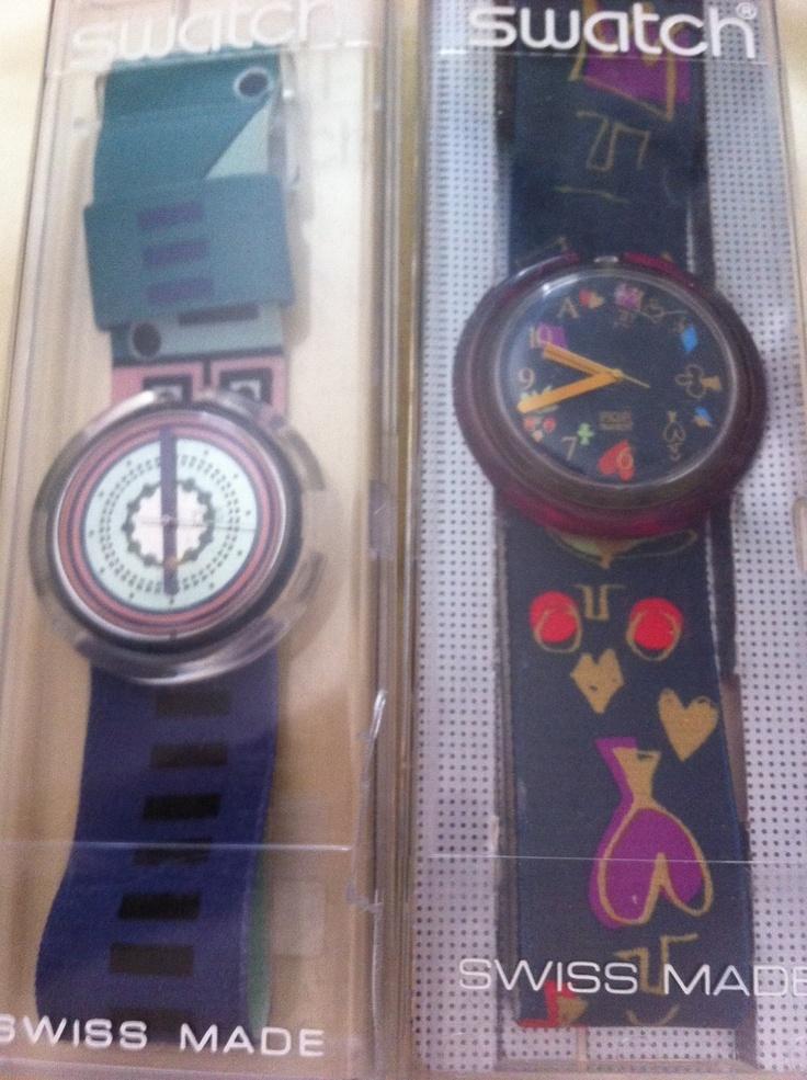 Vari modelli di Swatch, ho questi 2 Pop, ma anche 2 Scuba e 2 Crono. Direttamente dagli anni 90, con furore. La richiesta è 20€ cadauno (funzionanti, gli manca la pila). Posso spedire ovunque.