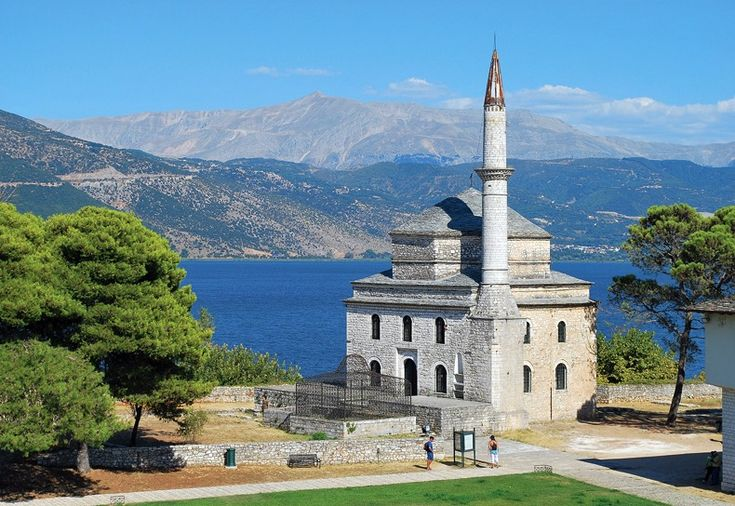 Moskee in de mooie stad Ioannina   http://www.elizawashere.be/griekenland/epirus_parga
