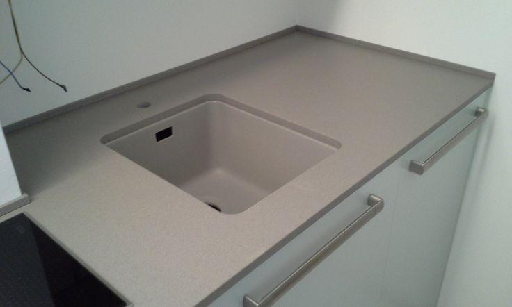 Top cucina Rossana in quarzo GreenGreige StoneItalia , vasca stampate in quarzo Stoneitalia , realizzazione BlancoMarmo.it / Cucina realizzata da Oggetti.it  /design by LauroGhedini.com