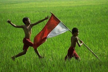 Guratan Tinta Anak Desa : TANAH IBU