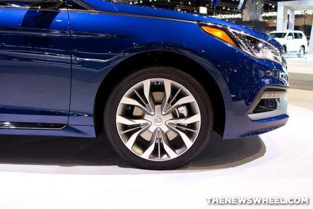 2015 Hyundai Sonata at Chicago Auto Show blue wheel | America's Family Car: 2015 Hyundai Sonata Earns US News Award