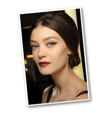 Αυτή την άνοιξη στη συλλογή μακιγιάζ Dolce & Gabbana Make Up προστίθεται το μολύβι διαμόρφωσης φρυδιών Shaping Eyebrow Pencil 35€ (Attica The Department Store, τηλ. 211 1802500).