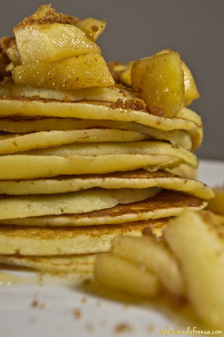 """Pancakes alla Mele, Speculoos e Cannella - Nome d'arte: """"Frittelleeee""""  Ritrova la ricetta qui: http://www.colazionedafrenca.com/ricette/pancake-miele-melle/"""