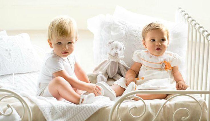 Ihania vauvan vaatteita