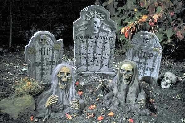 garden decoration ideas Halloween props ghosts gravestones skeletons