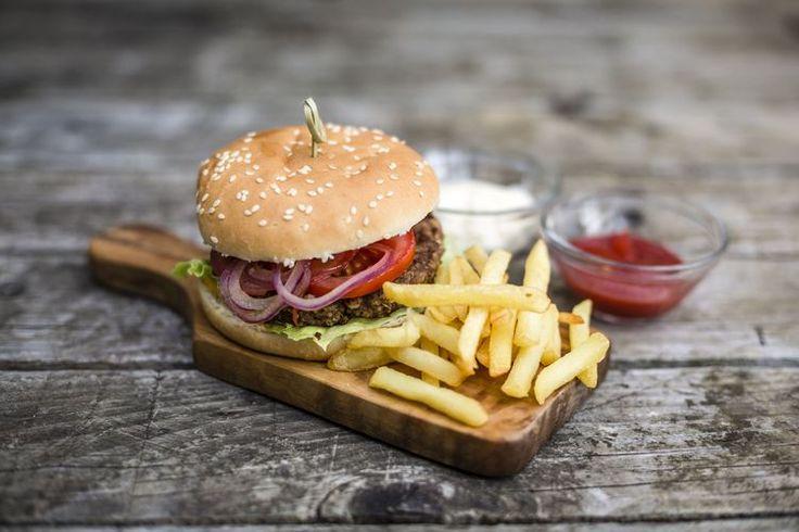 Hamburger Calories and Healthy Preparation Tips