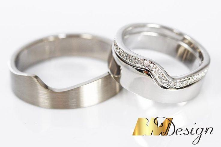 Obrączki ślubne składane, modułowe, dopasowane nowoczesne z białego złota z diamentami. BM Design Black & White #obraczkislubne #obrączki #Rzeszów #diamenty #Carbon #pierśconki #złotnik #Jubiler #naprawa #nazamówienie BM Design!