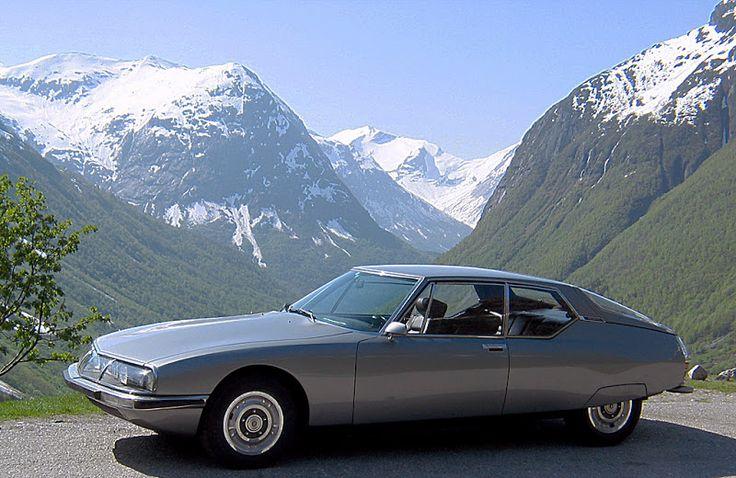 1970 silver Citroën SM.