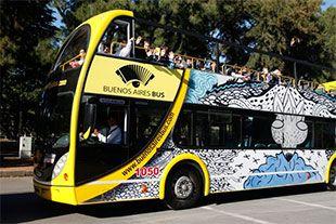 bus turisticoEl bus turístico permite realizar una recorrida por los barrios más característicos de la ciudad en la cual los pasajeros pueden descender en las diferentes paradas establecidas en los puntos turísticos y volver a tomar el bus siguiente para continuar la recorrida.