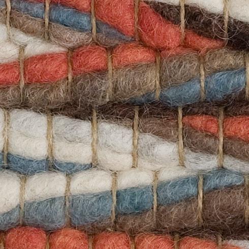 Karpet Inca van Perletta. Waren de Inca's al zo hip? Scheerwol in briljante kleuren, handgeweven in Marokko, dat dan weer wel. www.dehuisgenoten.com