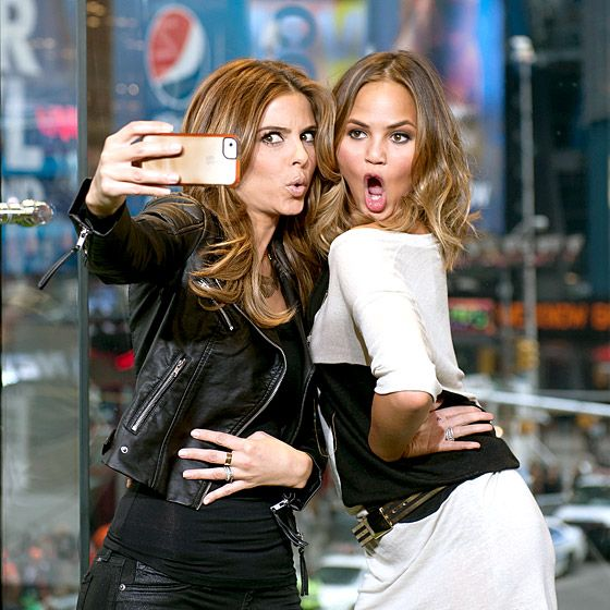 Maria Menounos and Chrissy Teigen take a traditional duckface selfie