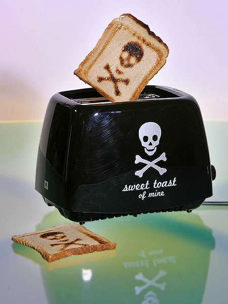 """Skull and bones toaster! If this doesn't just scream, """"ANGEL NEEDS THIS!!!"""" then nothing does."""