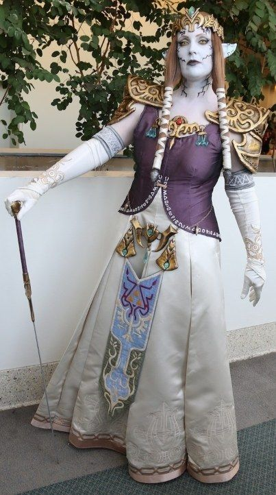 This outfit from Princess Hilda's very own closet. | 23 Gorgeous Anime Expo Costumes That Are Better Than A Wedding Dress