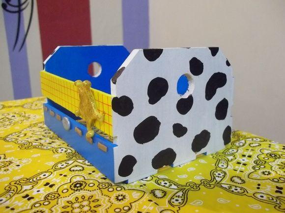 Caixote em MDF pintado com apliques em biscuit. Pedido mínimo 10 unds R$ 12,00