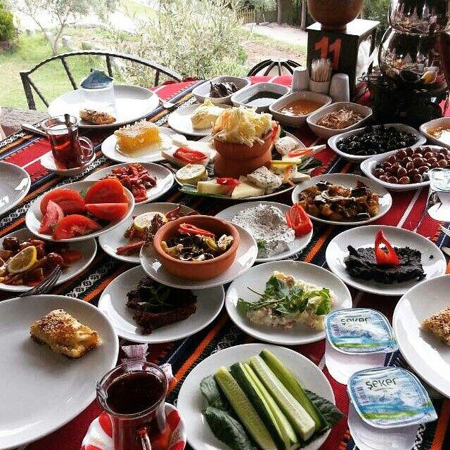 Köy Kahvaltısı - Köy Konağı - Gönen / Balıkesir  Telefon : 0 284 225 01 07