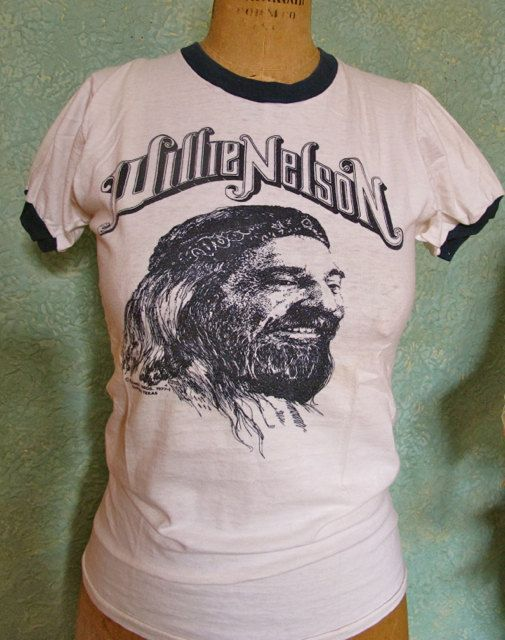 Willie Nelson '77 T shirt sz sm  Early Willie by TaffnieVintage