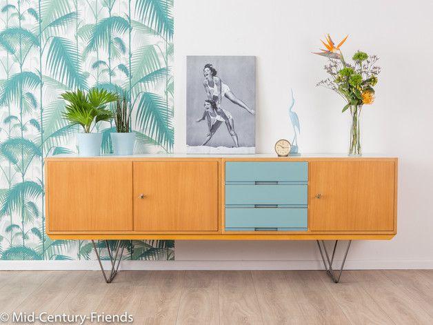 Wundervolles Sideboard Aus Den 1960er Jahren. Hochwertiger Korpus In Esche  Furnier Mit Drei Resopalbeschichteten Schubladen