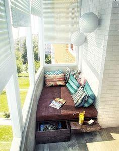 Zona chill out en balcón cerrado