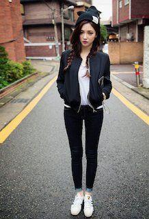 1黒のMA1×Tシャツ×デニムレギパン