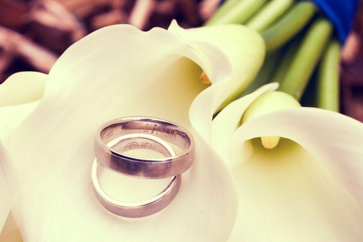 De trouwringen trouwfoto's bruidspaar bruid bruidegom bruidsfotografie trouwlocatie fotoshoot  bruidsfotograaf dorienfotografie